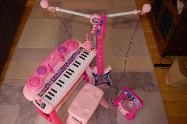 Kids piano with mic, stool, guitar, amp & double m