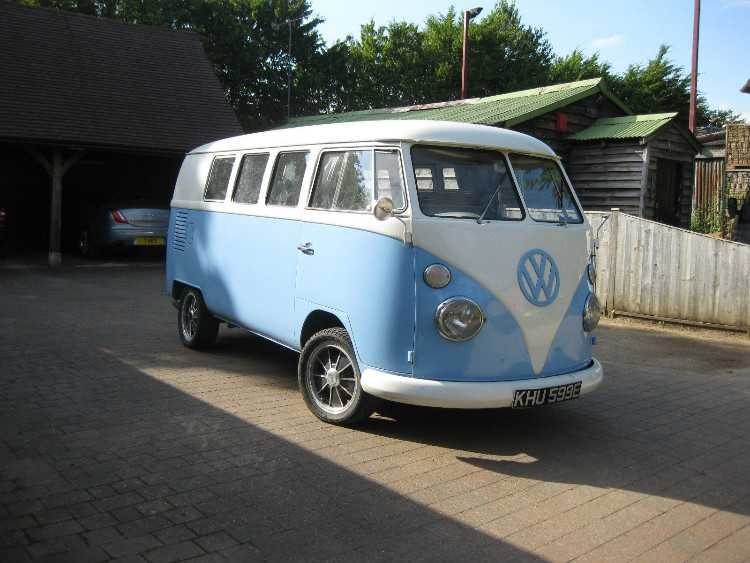 Volkswagen Splitscreen Camper 1967 with a Devon in