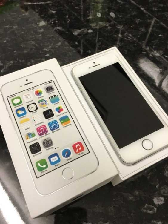 IPhone 5s. White. Boxed. Great condition