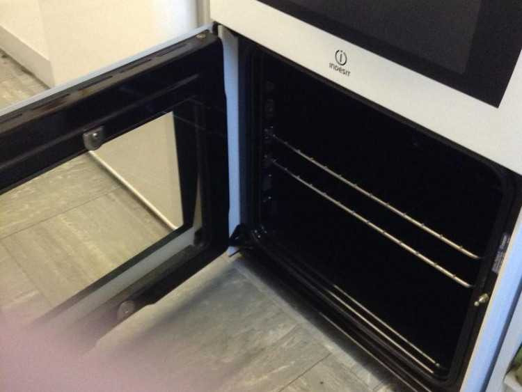 Cooker with Single oven and ceramic hob as new