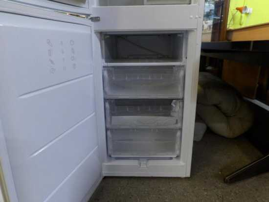 hotpoint-iced-diamond-fridge-freezer-in-our-20-off-sale-2.jpg