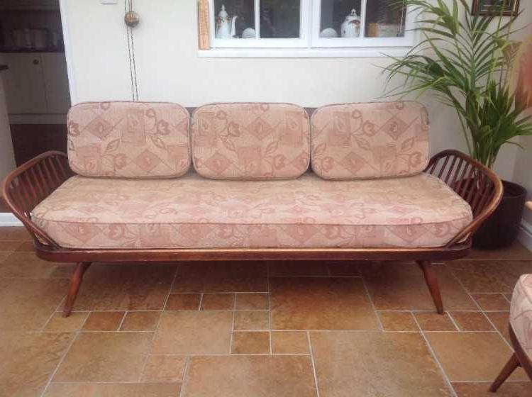 Vintage recollection furniture. Daybed sofa and dr