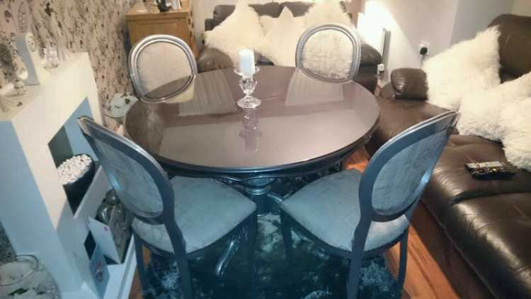 Beautiful Italian designer table and chairs