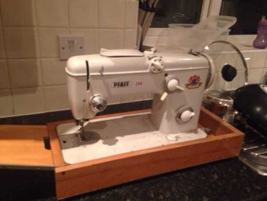 Pfaff 260 Automatic Sewing Machine.JPG