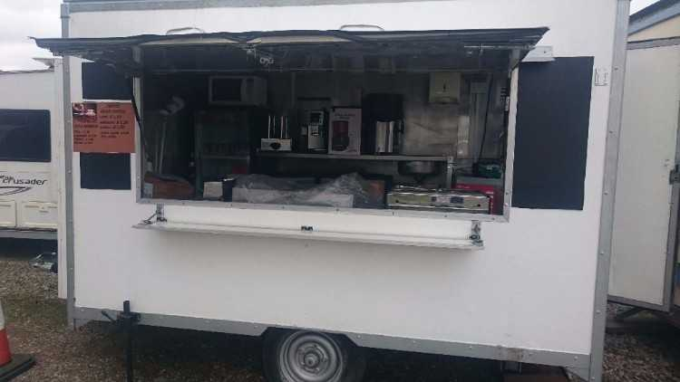 10ft CATERING TRAILER FOR SALE IN EXCELLENT CONDIT