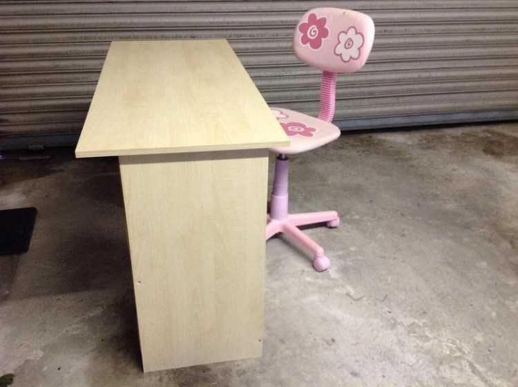 child-s-desk-and-swivel-chair-3.jpg