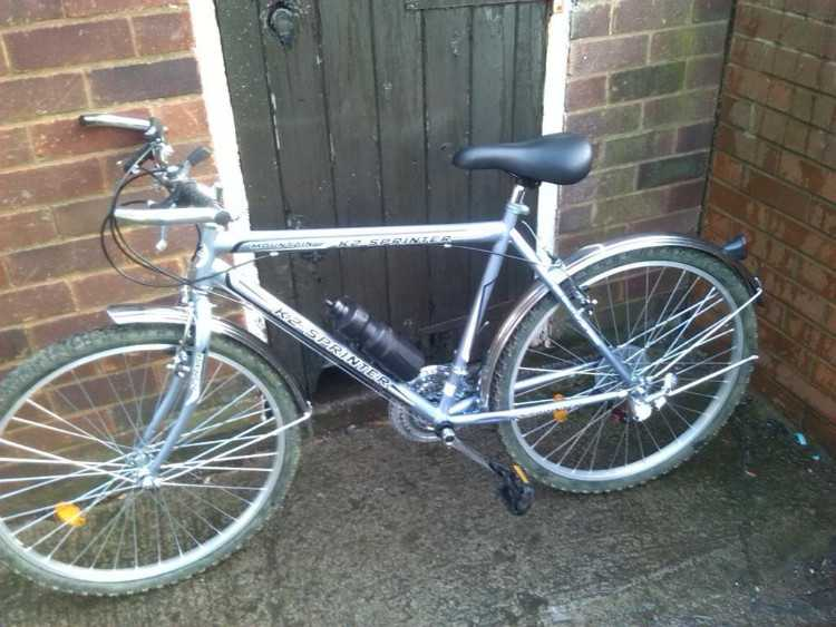 mens hybrid bike as new used once
