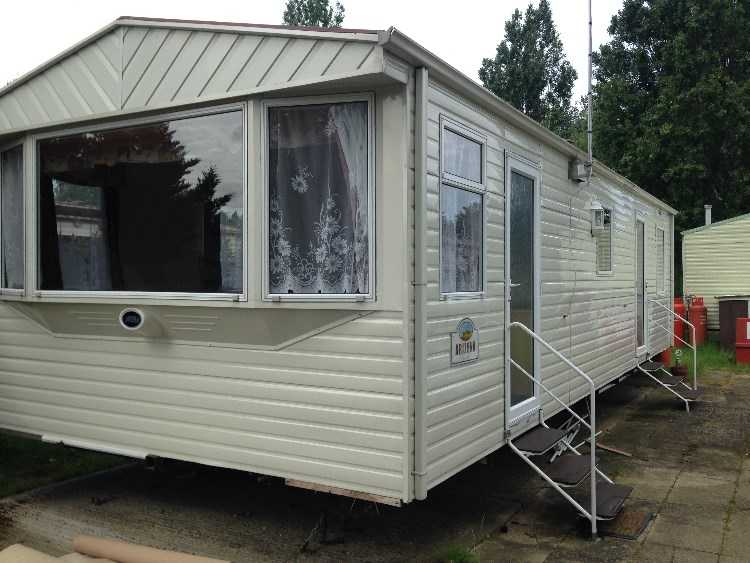 VERY SPACIOUS 2 BED HOLIDAY HOME - CARAVAN